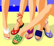Pattes dans des chaussures d'été Photos stock