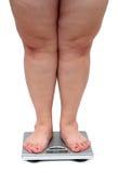 Pattes de femmes avec le poids excessif Photographie stock