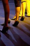Pattes de femmes sur le podiume Photos libres de droits