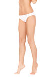 Pattes femelles dans des culottes blanches de bikini Photos stock