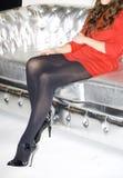 Pattes sur le sofa Image stock