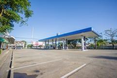 Patthalung, 02 2014 Lipiec: PTT benzynowa stacja w Srinagarinda distri Zdjęcia Royalty Free