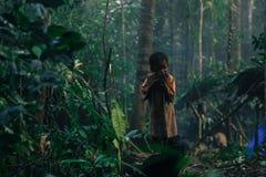 PATTHALUNG, TAILANDIA - 13 DE DICIEMBRE DE 2015: El Negrito de Tailandia Son una tribu del saa-gai que viven pacífico en el denso Fotografía de archivo libre de regalías