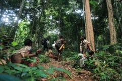 PATTHALUNG, TAILANDIA - 13 DE DICIEMBRE DE 2015: El Negrito de Tailandia Son una tribu del saa-gai que viven pacífico en el denso Imágenes de archivo libres de regalías