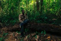 PATTHALUNG, TAILANDIA - 13 DE DICIEMBRE DE 2015: El Negrito de Tailandia Son una tribu del saa-gai que viven pacífico en el denso Imagenes de archivo