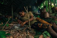 PATTHALUNG, TAILANDIA - 13 DE DICIEMBRE DE 2015: El Negrito de Tailandia Son una tribu del saa-gai que viven pacífico en el denso Fotografía de archivo