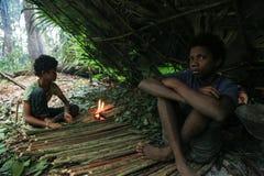 PATTHALUNG, THAILAND - 13. DEZEMBER 2015: Das Negrito von Thailand Sie sind ein saa-gai Stamm, die friedlich im dichten und im im Lizenzfreies Stockfoto
