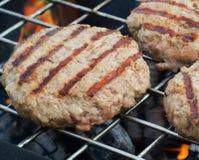 Patties Burgers μαγείρεμα στοκ φωτογραφίες