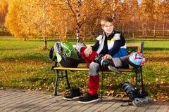 Pattinando nel parco era divertimento Fotografie Stock Libere da Diritti