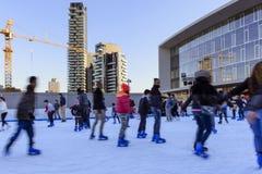 Pattinando sul ghiaccio al hub #1 di affari, Milano Fotografia Stock