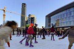 Pattinando sul ghiaccio al hub #4 di affari, Milano Fotografie Stock
