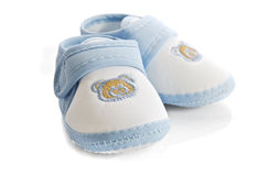 Pattini blu del neonato isolati su priorità bassa bianca Fotografia Stock Libera da Diritti