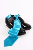 Pattini dressy e legame blu degli uomini lucidi fotografia stock