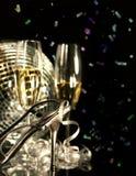 Pattino d'argento del partito con i vetri di champagne Immagine Stock