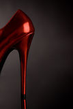 Pattino femminile rosso dell'alto tallone Fotografia Stock