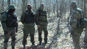 Pattuglia di frontiera dei militari bulgari video d archivio