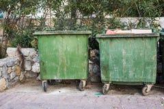 Pattumiere della città dumpster immagine stock