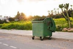 Pattumiere della città dumpster immagine stock libera da diritti