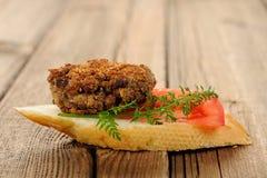Patty φακών bruschetta με τα πράσινα ντοματών και καρότων Στοκ Εικόνες