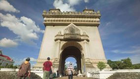 Patuxai de aproximação - arco de Triumph de Vientiane filme