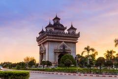 Patuxai que significa literalmente Victory Gate em Vientiane fotos de stock royalty free