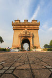Patuxai (Victory Gate ou porte de Triumph) - un monument de guerre sur Lang Xang Avenue au centre de Vientiane, Laos photographie stock libre de droits