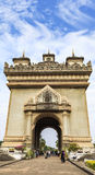 Patuxay que significa literalmente a porta da vitória em vientiane, Laos imagens de stock