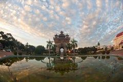 Patuxay an sonnen--oben in Vientiane, Loas. Stockfotografie