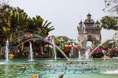 Patuxay Victory Gate & parque Imagem de Stock Royalty Free