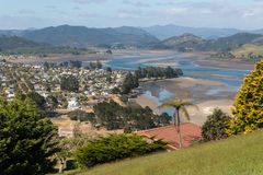 Pauanui-Stadt in Coromandel-Halbinsel stockbilder