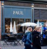 Paul Cafe in Frankreich mit Terrassencafé stockfoto