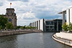 Paul-Löbe-Haus en reichstag Berlijn Royalty-vrije Stock Afbeeldingen