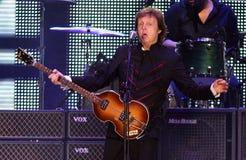 Paul McCartney presteert in overleg stock fotografie