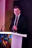 Paul Rowley che parla agli ospiti allo IIJS Inaugration 2015 Immagini Stock Libere da Diritti