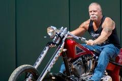 Paul Sr em sua motocicleta imagens de stock royalty free