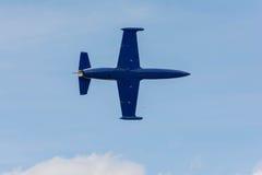 Paul Sticky Strickland är att flyga en stråle för L-39 Albatros royaltyfria foton