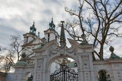 Pauline Church sulla roccia in distretto ebreo Cracovia, Polonia fotografia stock