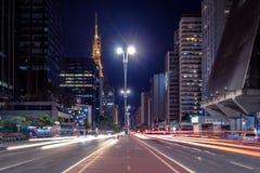 Paulista-Allee nachts - Sao Paulo, Brasilien Stockfoto