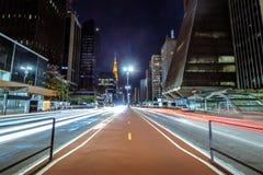 Paulista-Allee nachts - Sao Paulo, Brasilien Lizenzfreie Stockfotos