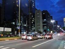 Paulista aveny på natten Arkivfoton