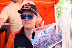 Pauls Jonass, während der autographischen Sitzung für Fans lizenzfreie stockfotos