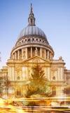 Pauls Kathedrale und Ampeln, London Lizenzfreie Stockfotografie