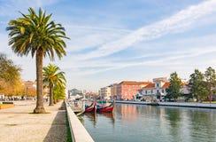 Paume Aveiro ensoleillé de gondole de bateau de canal Image stock