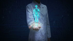 Paume ouverte de docteur féminin, corps bleu tournant de robot du transparent 3D Image de rayon X Intelligence artificielle Techn