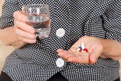 Paume supérieure avec des pilules Photo libre de droits