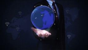 Paumes ouvertes d'homme d'affaires, réseau global croissant avec la communication, carte du monde, la terre