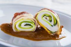 Paupiettes un plato típico de la cocina francesa hecho de la carne rodada Imágenes de archivo libres de regalías