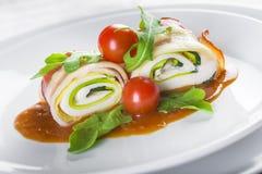 Paupiettes un plato típico de la cocina francesa hecho de la carne rodada Fotografía de archivo
