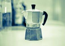Pausa caffè con il blac italiano della caffeina di energia di buongiorno di moka fotografia stock libera da diritti