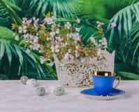 Pausa caffè elegante di Pasqua Immagini Stock Libere da Diritti